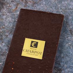 Tablette en chocolat noir 66 % de cacao avec amandes hachées torréfiées